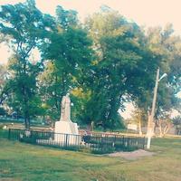 памятник в селе Россошки