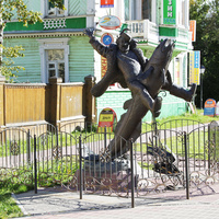 Проспект Чумбарова-Лучинского. Памятник Сене Малине.