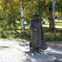 Проспект Чумбарова-Лучинского. Памятник писателю Писахову