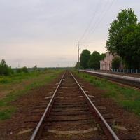 Железнодорожное полотно,деревянные шпалы.Запасной путь.