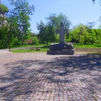"""Крест, возле Храма в честь иконы """"Чернобыльский Спас"""",открыт 26 апреля 2017 года."""