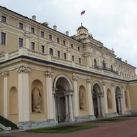 на территории Константиновского дворца