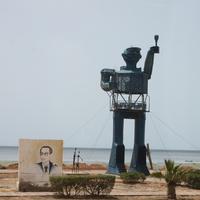 Махрес. Скульптура на пляже.