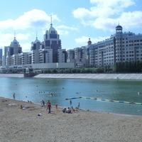 Астана. На берегу реки Есиль