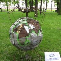 Арт-объект «Глобализация» – это обращение к людям с призывом сохранить нашу планету.