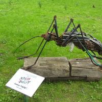 «КОМАР» Девиз скульптуры – Очистим окружающую среду! На идею арт-объекта автора натолкнул собранный им мусор, которому была подарена вторая жизнь.