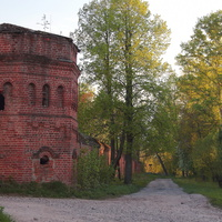 Северо - восточная башня сергеевского Воскресенского Свято - Фёдоровского монастыря
