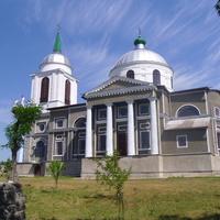 Церковь Богородичная, каменная, с такою же колокольней, построенная в 1846 г