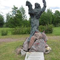 """Скульптура, установленная в парке, называется """"Трагедия войны"""". Копия."""