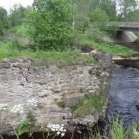 Сологубовка. Опоры старого моста