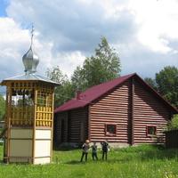 Звонница Покровской церкви в Шапках.