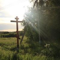Поклонный крест при въезде в деревню