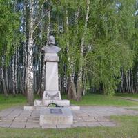 Памятник генерал-майору В.Н.Лаврову (1837-1877 гг.),герою освободительной войны 1877-1878 г.г. в Болгарии. Кривцовский мемориал.2016 год.