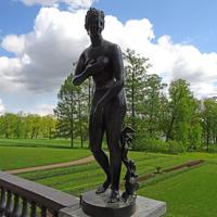 Гранитная терраса. Скульптура Венеры Медицейской.