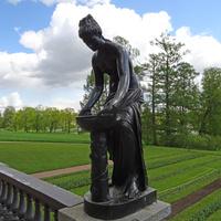 Гранитная терраса. Скульптура Данаиды.