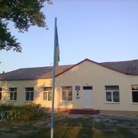 Оновлений фасад школи.