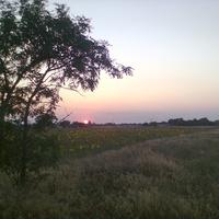 Захід сонця за селом.