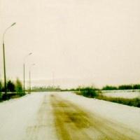 Автодорога к аэропорту Левцово (находится севернее Ярославля). Аэропорт расположен впереди. Снимок был сделан 12 декабря 2002 года.