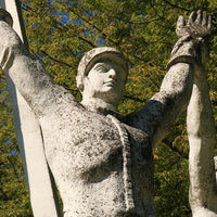 Скульптура  в сквере у ГРЭС-5