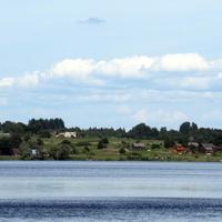Вид д. Ясенское со стороны озера Волго.