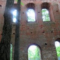 Вид разрушенной церкви в Ясенском.
