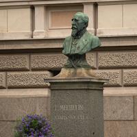 Памятник Лео Мешелину