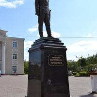 Памятник императору Николаю II