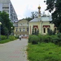Вид на Скорбященскую церковь и ул. Минина