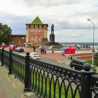 Вид на памятник В. Чкалову