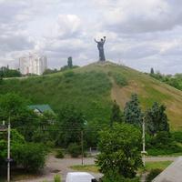 Вид на Холм Славы с парка им Богдана Хмельницкого.