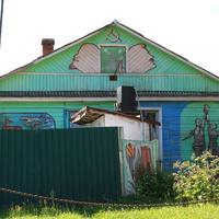 Дом, раскрашенный местным художником