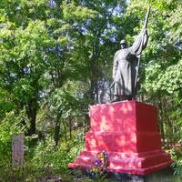 Памятник(1) воинам-освободителям села,от немецко-фашистских захватчиков.