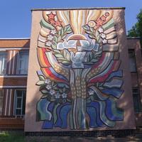 Мозаичное панно на школе