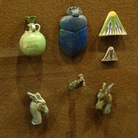 Зал Древнего Египта. Изделия из фаянса и стекла.