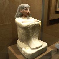 Зал Древнего Египта. Кубоидная статуя писца счёта зерна.