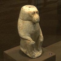 Зал Древнего Египта. Статуя павиана.