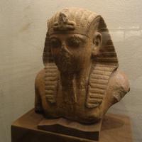 Зал Древнего Египта. Статуя фараона.