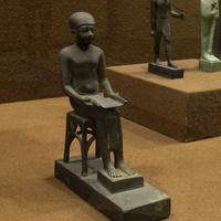 Зал Древнего Египта. Статуэтка Имхотепа.