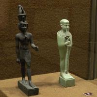 Зал Древнего Египта. Статуэтки богов Неферхотепа и Птаха.