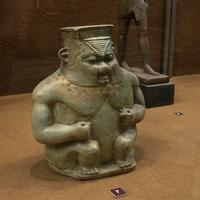 Зал Древнего Египта. Сосуд для умащений в виде бога Бэса.