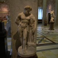 Зал античной декоративной скульптуры. Отдыхающий Геракл.