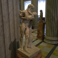 Зал античной декоративной скульптуры. Силен с младенцем Дионисом.