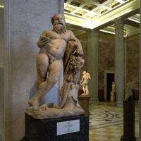 Зал античной декоративной скульптуры. Силен.