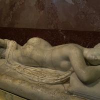 Зал античной декоративной скульптуры. Спящий Гермафродит.
