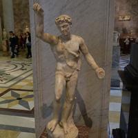 Зал античной декоративной скульптуры. Танцующий сатир.