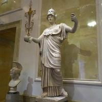 Зал Афины. Статуя Афины - богини мудрости.