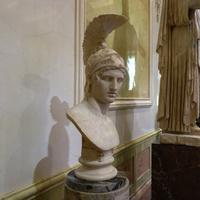 Зал Афины. Голова Ареса.