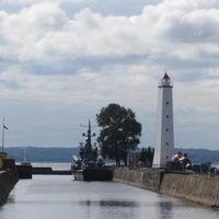 Маяк, Петровский канал.