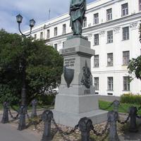 Памятник уроженцу Кронштадта, исследователю полярных земель Петру Пахтусову