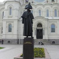 Памятник Адмиралу Федору Ушакову, др. ракурс